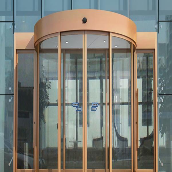 درب اتوماتیک شیشه ای یا درب دستی شیشه ای؛ کدامیک امن تر است؟