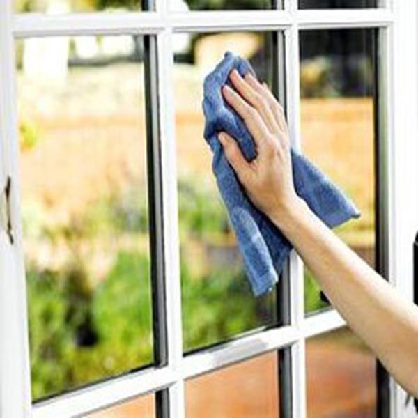 آموزش نحوه تمیز کردن سطوح شیشه ای