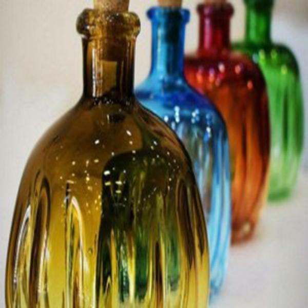 کار با مشعل دستی در ساخت شیشههای تزئینی