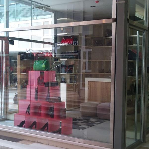شیشه ویترین مغازه
