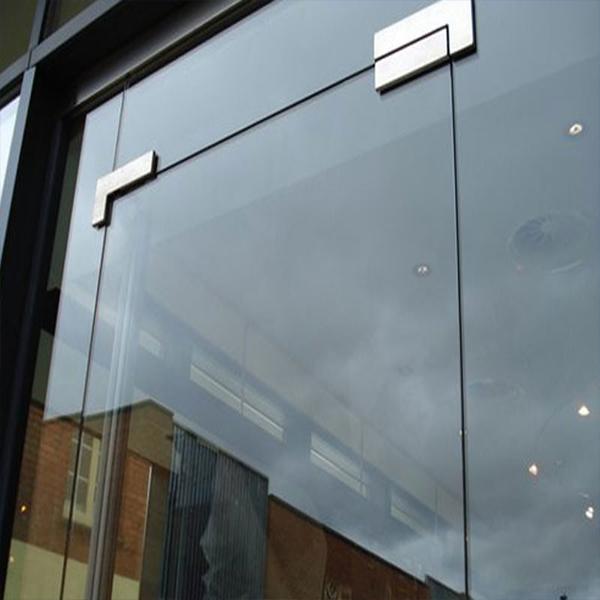 سفارش نصب شیشه سکوریت مغازه