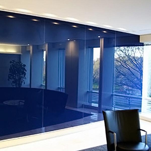 انواع دیوارپوش شیشه ای رنگی
